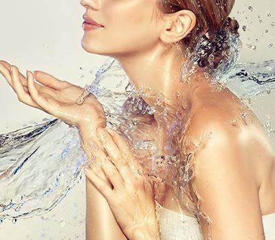 クアピー(Quapy)はコメヤ薬局が開発したスキンケアで化粧水と美容液成分のジェル
